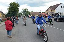 Závod mopedů v Dubně